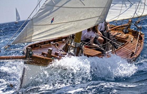classical-boat