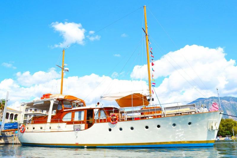 Luxury Classic Motor Sailer, Akerboom-Feadship 65 Feet