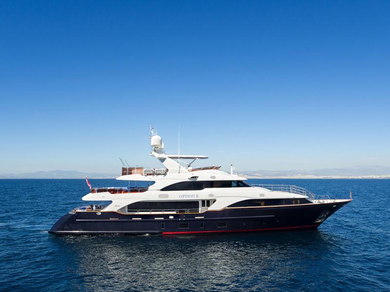 Mega Yacht Benetti 122 Feet