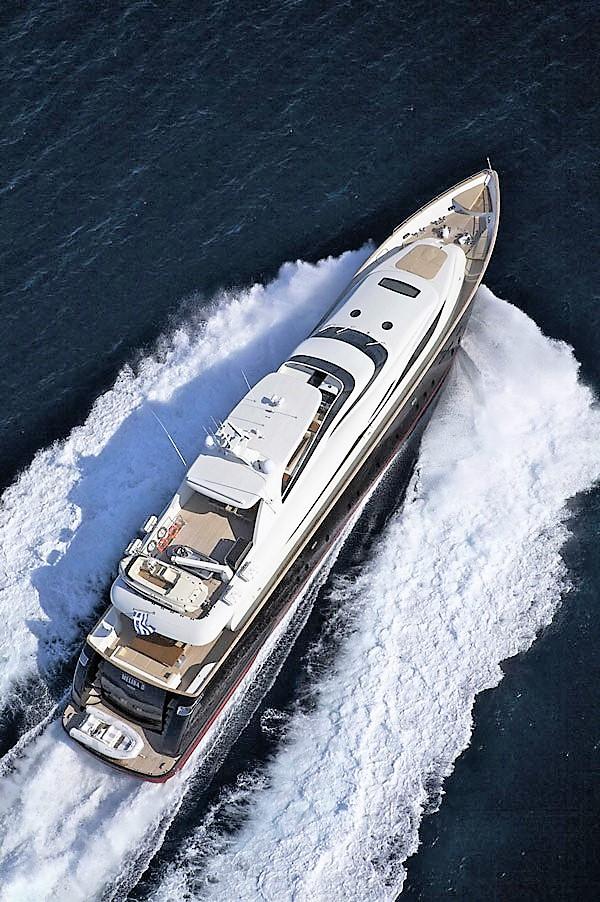 Mega Yacht  Maiora 130 Feet