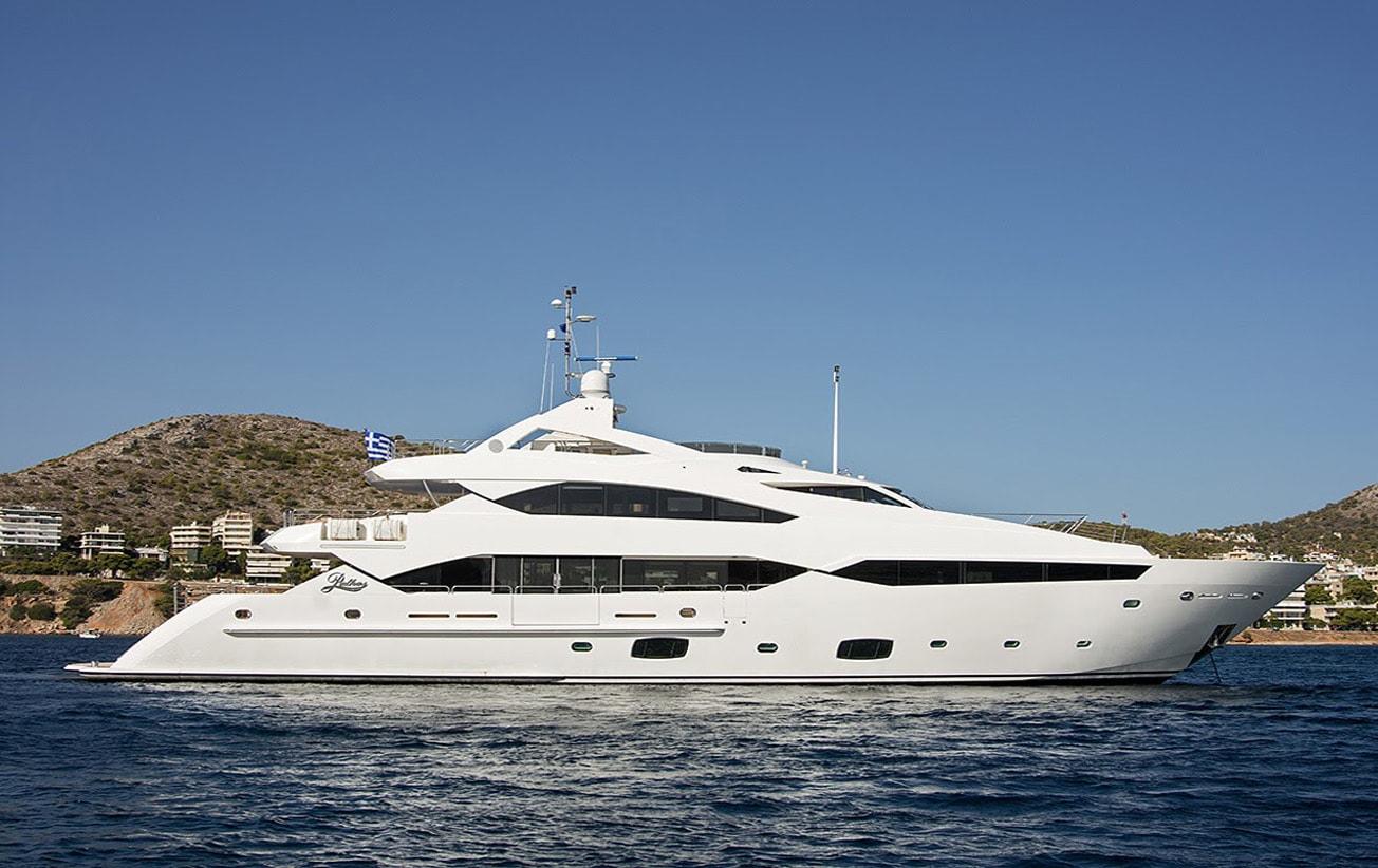 Mega Yacht Sunseeker 131 Feet