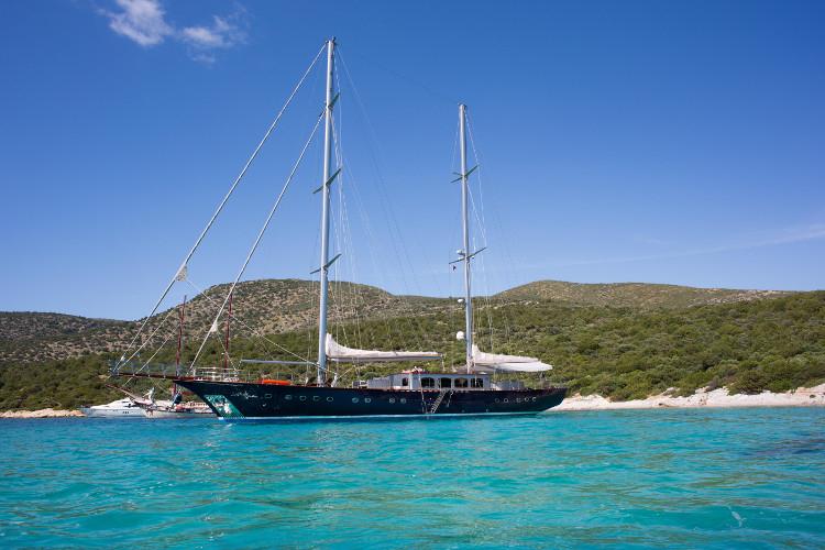 Luxury Sailing Yacht 128 ft