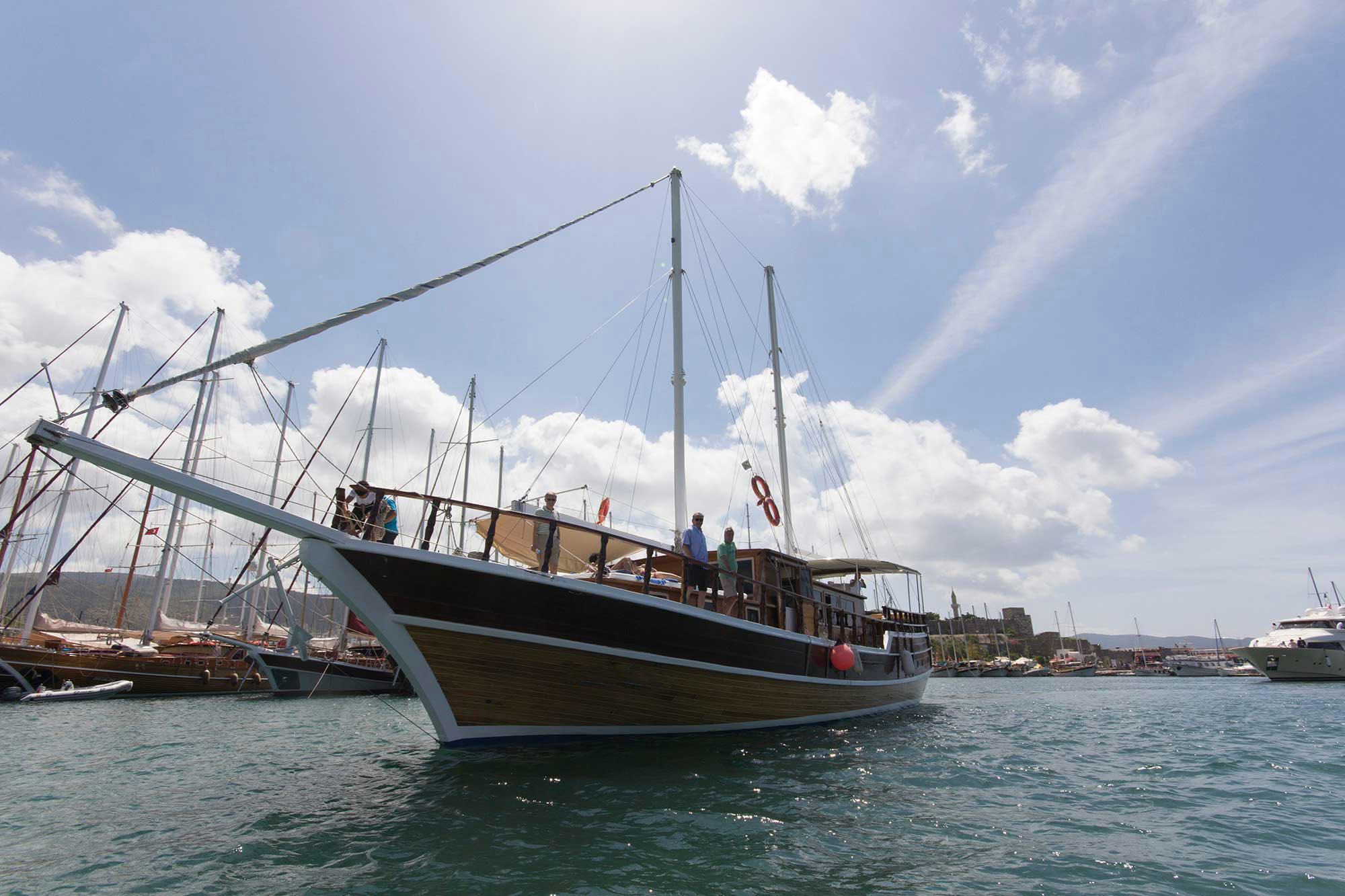 Luxury Traditional Motor Sailer (Gulet) 82 Feet